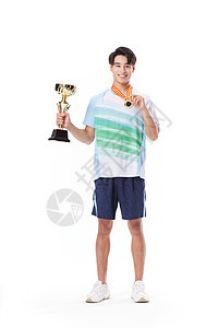 男运动员拿着奖杯和奖牌图片