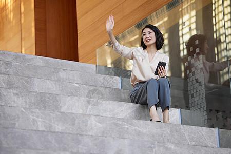 职场商务女性和同事打招呼图片