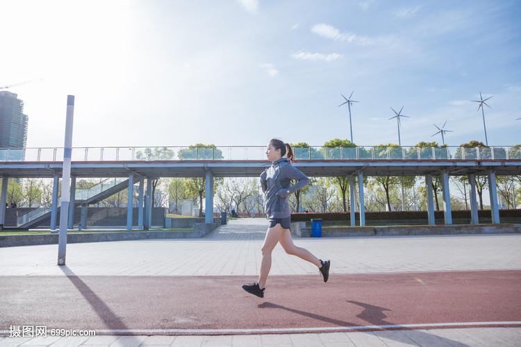 跑道下v跑道大气动漫在阳光跑步a跑道系女生头像女孩图片