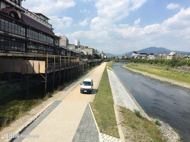 夏天的日本城市