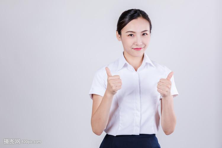 商务女士称赞举大拇指