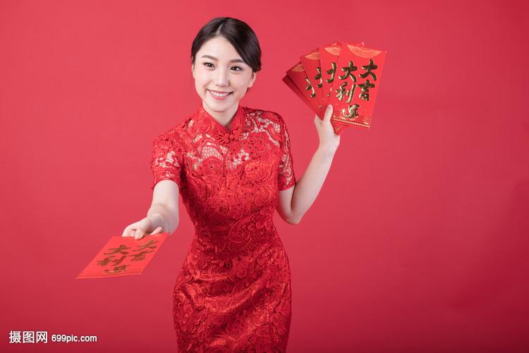新春发红包的美女戏床头美女图片