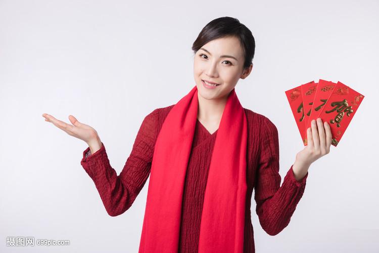 美女手拿红包真实照片_手拿烟的真实照片