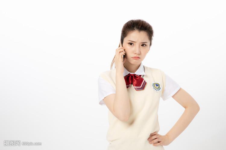 生气手机使用中的女高中生一中高中部桂林图片