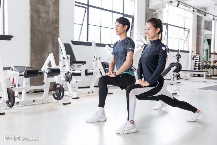 健身房运动健身拉伸热身动作