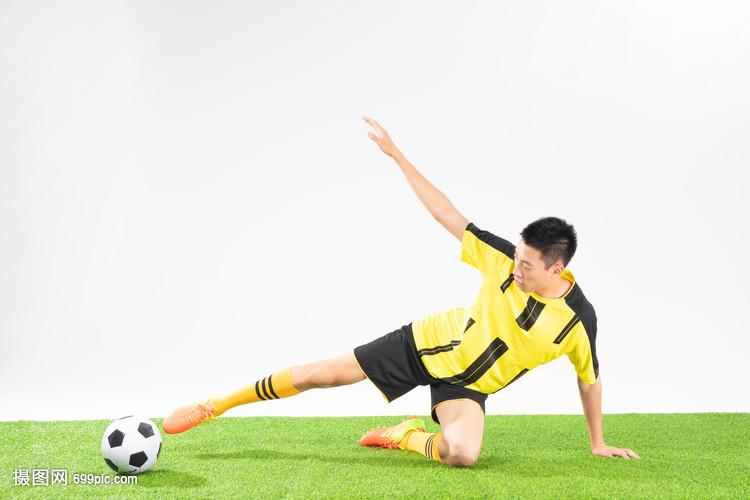 足球铲球动作简笔画_踢足球简笔画儿童画
