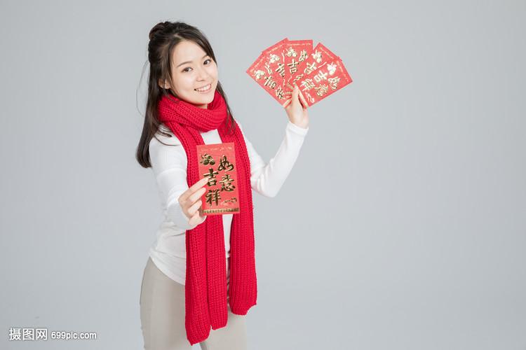拿着世界的红包美美女胸美女图片