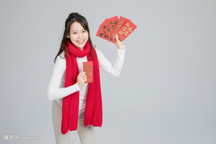 拿着红包的美女孙玥美女图片