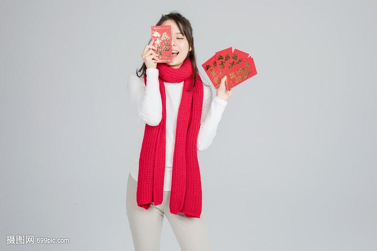 拿着美女的红包?日本美女av都拍去图片