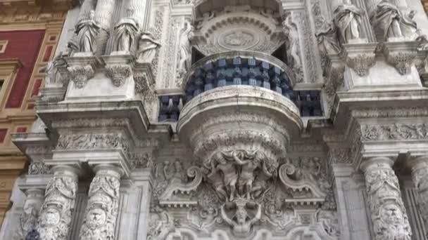 复由建筑师吉列尔莫 · 巴斯克斯孔苏埃格拉。