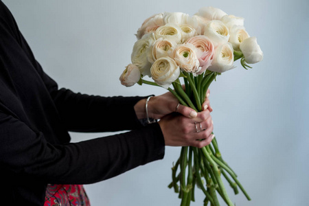 美发师让女人淡茶色的头发高时尚婚礼或晚宴发型相似素材图片 摄图新视界